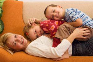 kids-lying-on-mom-350